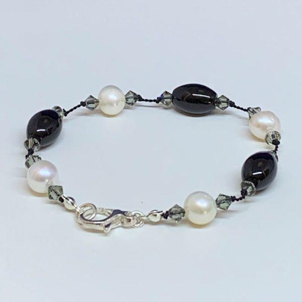 Freshwater pearl onyx bracelet