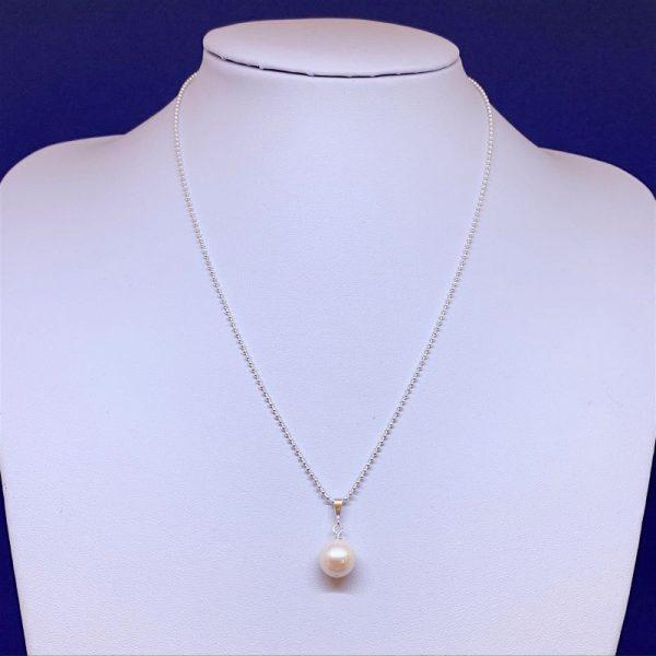single pearl pendant