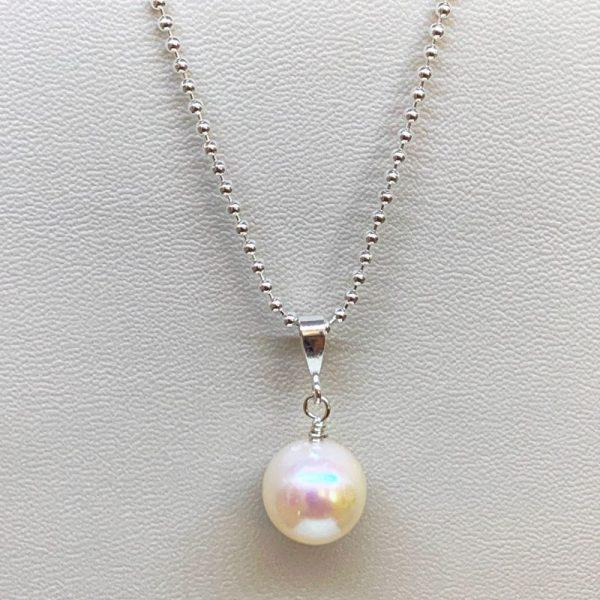 freshwater pearl pendant